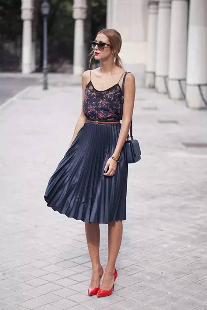 Đủ kiểu diện váy dập ly phù hợp với mọi thời tiết