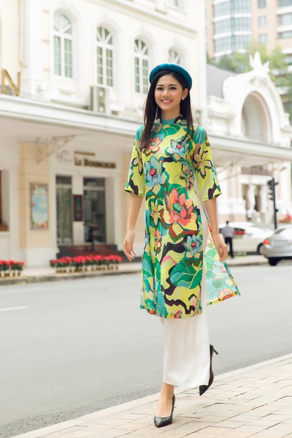 Thanh Tú hào hứng khi được mời làm mẫu giới thiệu sưu tập áo dài xuân.