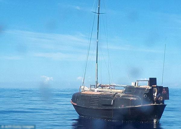 Con thuyền của Reket đã bị hỏng mất cánh buồm và nhiều thiệt hại khác.