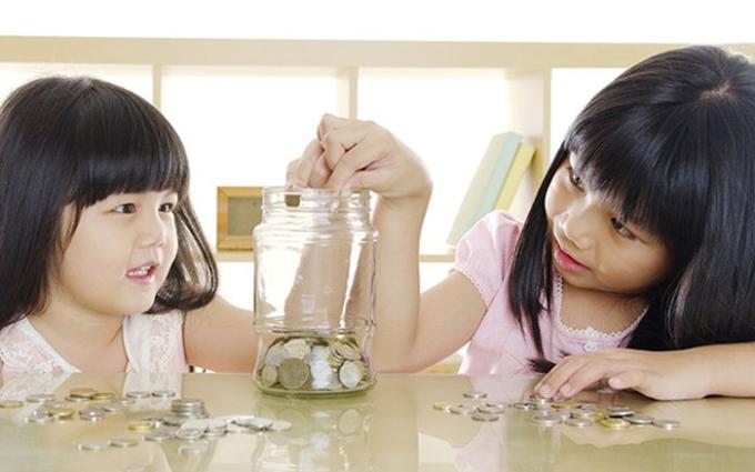 Nhiều gói gửi tiết kiệm mang tính giáo dục cho trẻ em cũng được các ngân hàng tung ra.