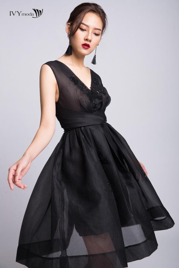 Phong cách sang chảnh và kiêu kỳ với sắc đen mùa lễ hội