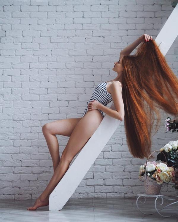 Ít ai biết rằng, để có được mái tóc dài đẹp mượt mà như thế này, Anastasia đã phải trải qua 5 năm chiến đấu với chứng rụng tóc.