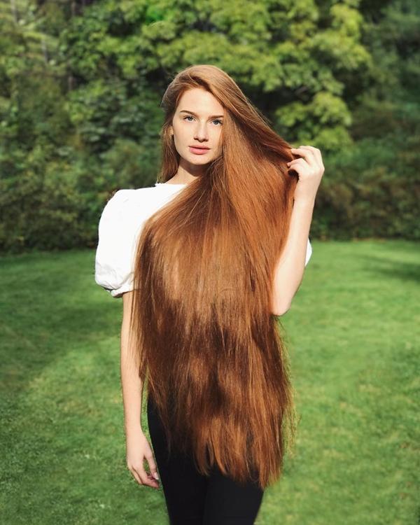 Nhờ mái tóc dài đặc biệt, Anastasia đã trở thành người mẫu quảng cáo cho các sản phẩm tóc