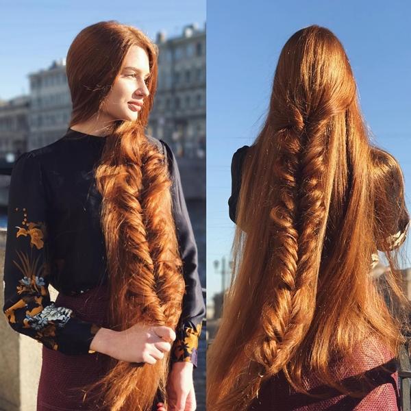 Ngoài ra, cô còn bổ sung dinh dưỡng bằng viên uống omega-3 và vitamin D để tóc bóng khỏe.