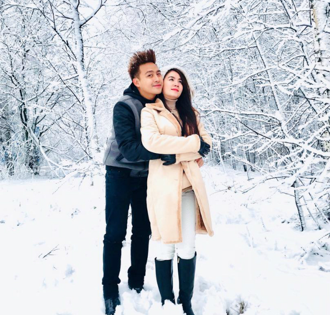 Vợ chồng Kha Ly Thanh Duy lạc vào xứ sở tuyết trắng ở Nga.