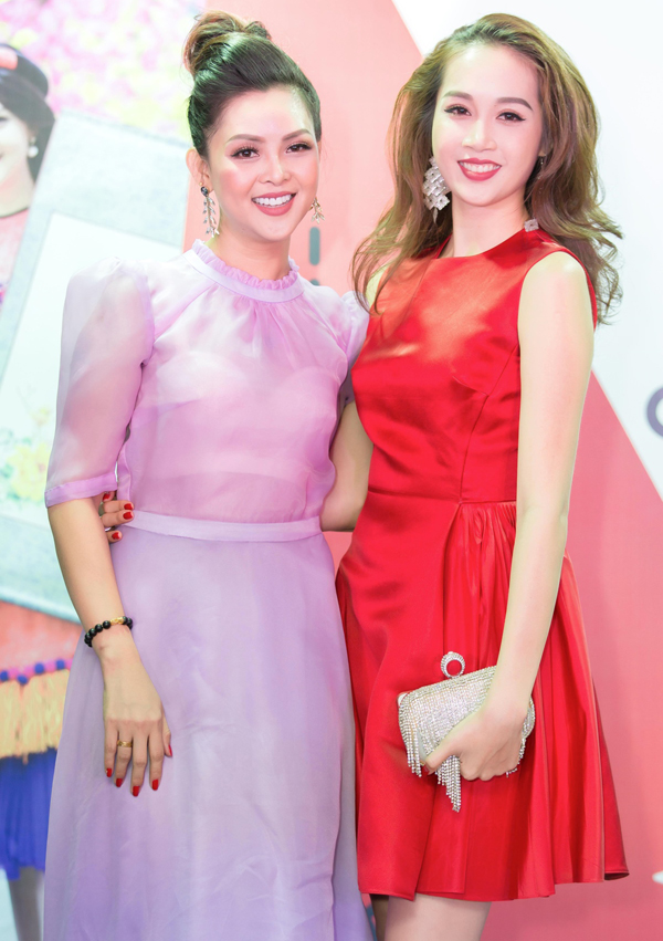 Người mẫu Lê Thu An diện váy đỏ nổi bật tới chung vui với gia đình Thành Được.
