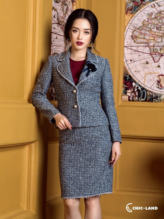 Với đặc tính bền chắc và giữ phom dáng tốt, khả năng chống ẩm và giữ ấm tuyệt vời, vải tweed được cải tiến về kiểu dáng và các chi tiết độc đáo.