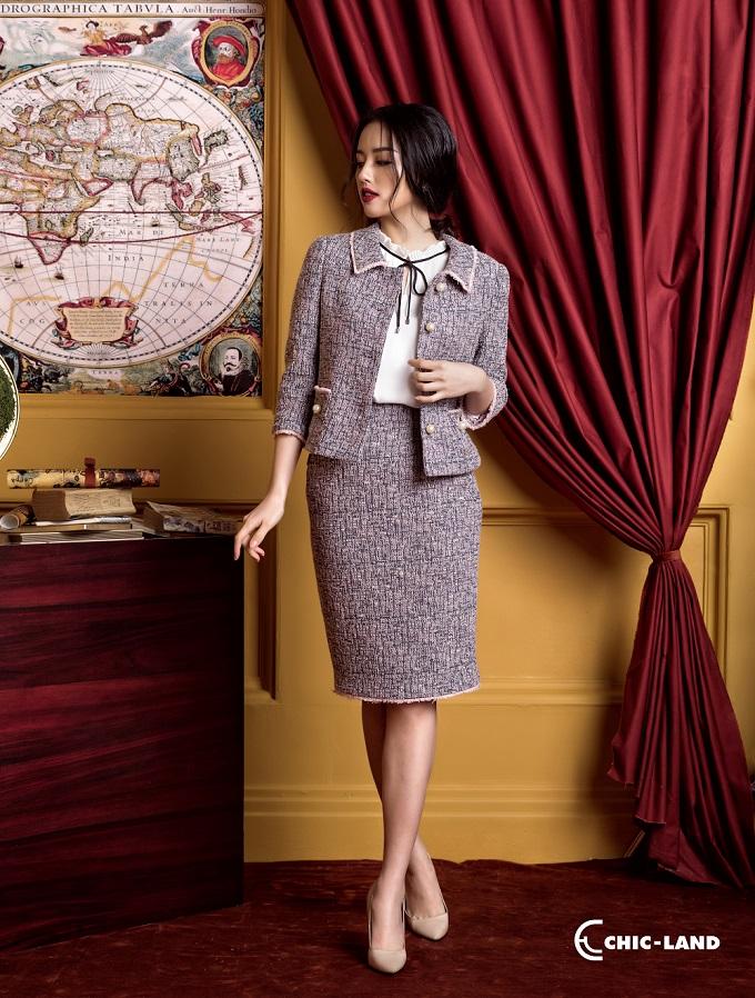 Bí quyết để phối đồ với vải tweed chính là phong cách tối giản, lấy chất liệu tweed làm điểm nhấn cho cả bộ trang phục.