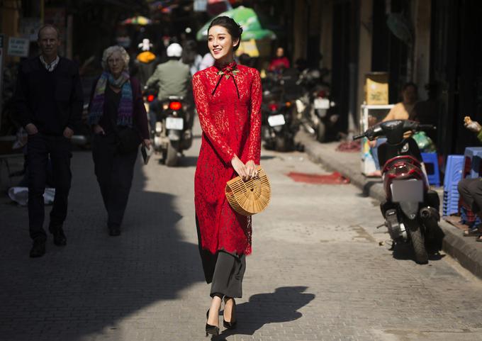 Huyền My mở đầu năm 2018 với vai trò hoàn toàn mới - nhà thiết kế thời trang.