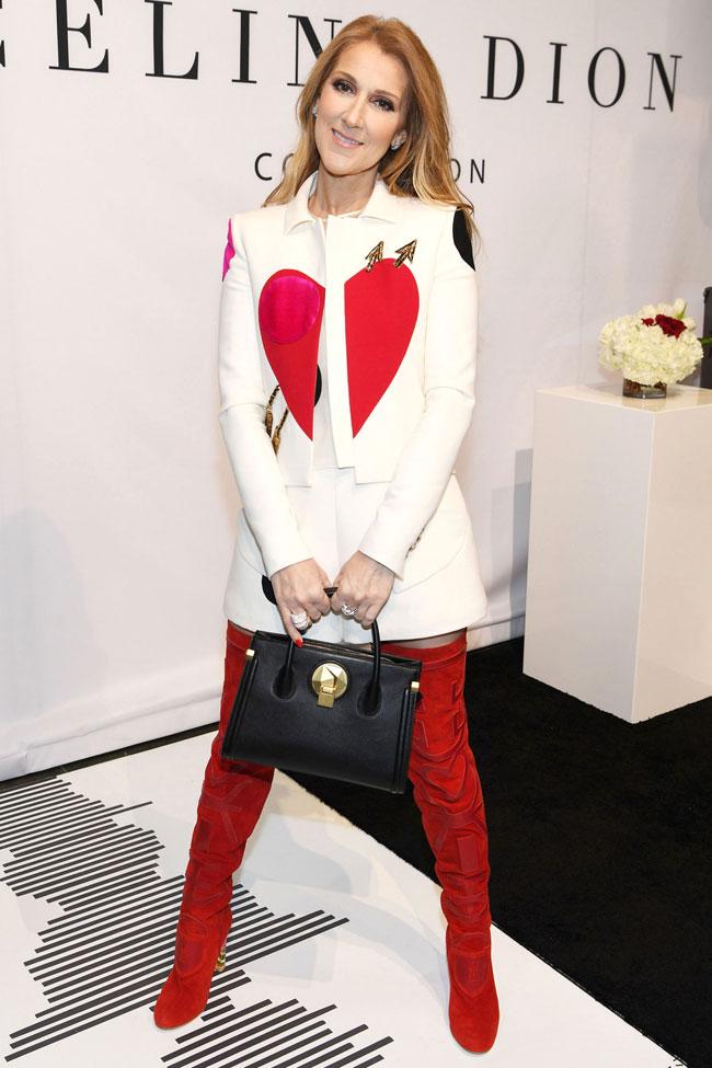 Xuất hiện tại Las Vegas hồi tháng 2/2017, nữ diva nổi bật trong thiết kế của Elsa Schiaparellivới hai tone màu chủ đạo là trắng -đỏ.