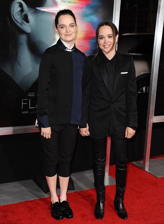 Ellen (bên phải) và Emma trên thảm đỏ hồi tháng 9/2017.