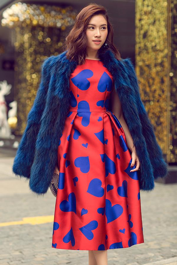MC Thanh Thanh Huyền rực rỡ sắc đỏ cùng váy Đỗ Mạnh Cường