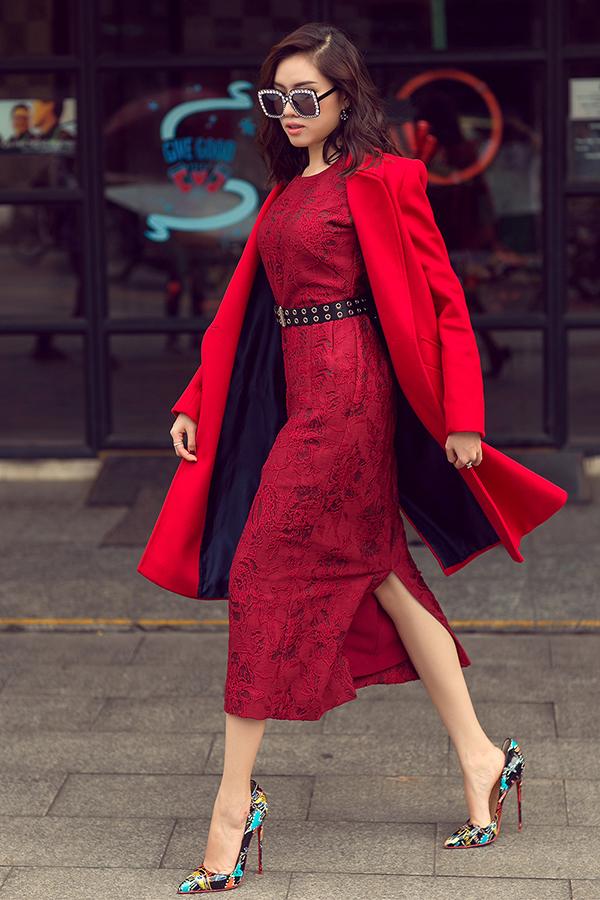 MC Thanh Thanh Huyền rực rỡ sắc đỏ cùng váy Đỗ Mạnh Cường - 5