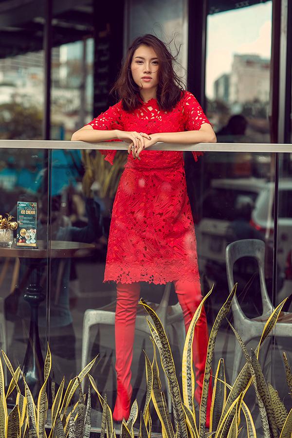 MC Thanh Thanh Huyền rực rỡ sắc đỏ cùng váy Đỗ Mạnh Cường - 10