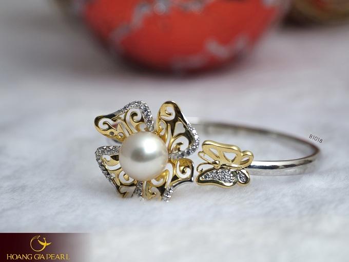 Kiểu vòng tay ngọc trai với thiết kế thanh lịch của Hoàng Gia Pearl được nhiều chị em yêu thích.