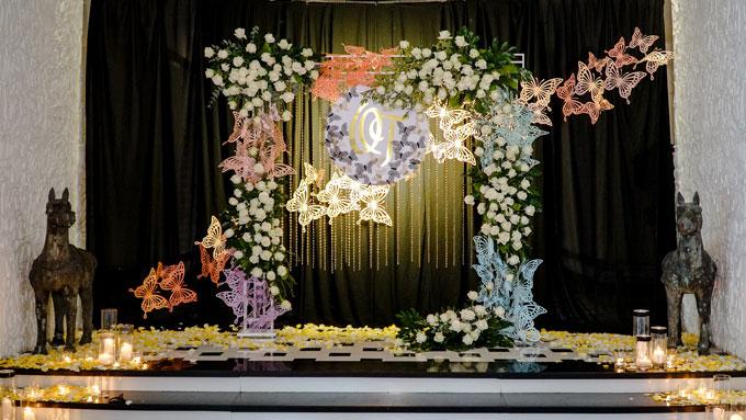 Sau một thời gian đính hôn khá lâu, Á Khôi Duyên dáng Hà Thành 2013,Phương Thảo bất ngờ tổ chức đám cưới với ông xã Hoàng Quân.Đám cưới diễn ra trang trọng và ấm cúng tại một resort ở quận 7, TP HCMvới chủ đề Butterfly Effect.