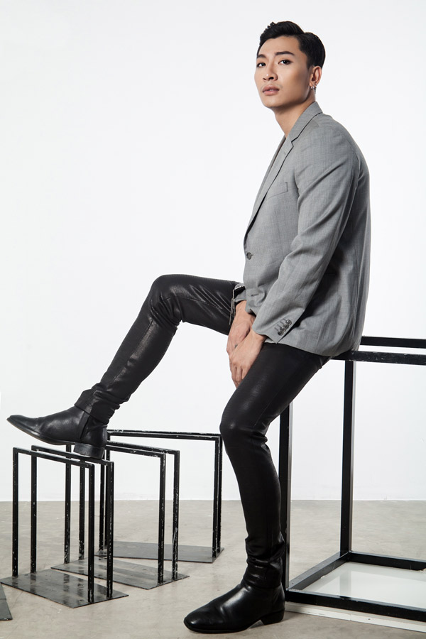 Trần Trung từng theo học ngành y nhưng sau chuyển hướng làm người mẫu. Anh có danh hiệu giải đồng Siêu mẫu Việt Nam 2015.