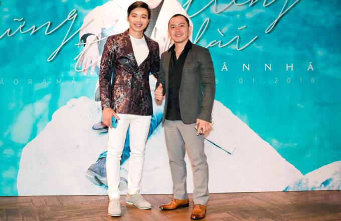Thầy giáo Võ Trọng Phúc từng gây sốt tại Vietnams Got Talent đã lâu mới xuất hiện. Anh có mối quan hệ thân thiết với Lân Nhã.