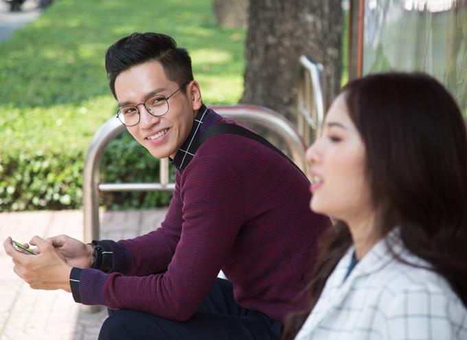 Nam ca sĩ diễn cùng người mẫu Lưu Ngọc Duyên trong MV minh họa cho ca khúc mới.