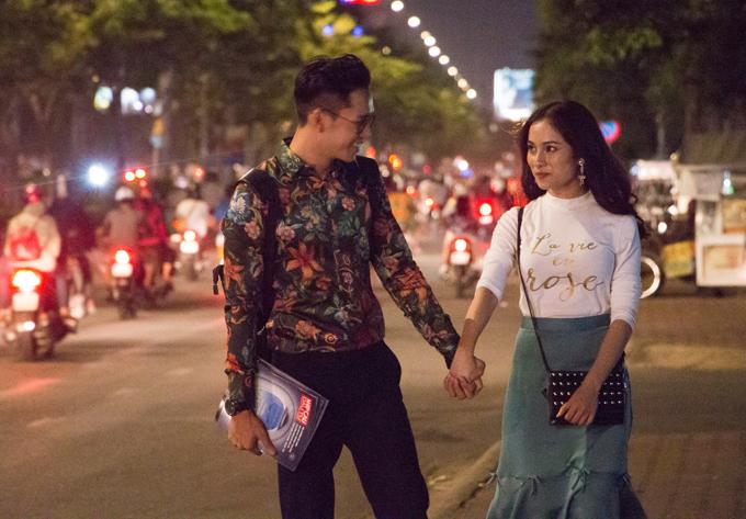 Bạch Công Khanh từng đóng nhiều phim nên diễn rất tự nhiên các cảnh nắm tay, tình tứ với bạn gái.