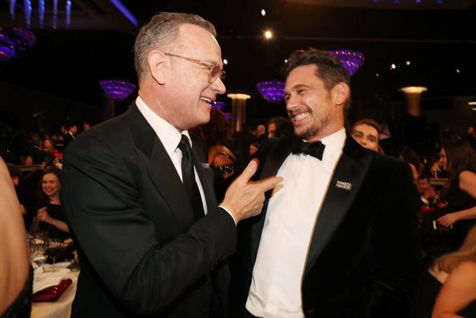 Tom Hanks say sưa tán chuyện với đối thủJames Franco.