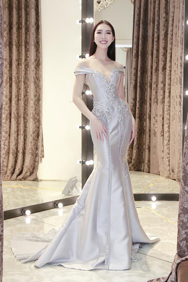 Chỉ còn 1 ngày nữa, Tường Linh sẽ chính thức lên đường tham dự cuộc thi Hoa hậu Liên lục địa  Miss Intercontinental 2017. Hiện tại đại diện Việt Nam đã gần như chuẩn bị đầy đủ mọi thứ cho cuộc thi, trong đó đáng lưu ý là khoản đầu tư khủng cho phần trang phục&