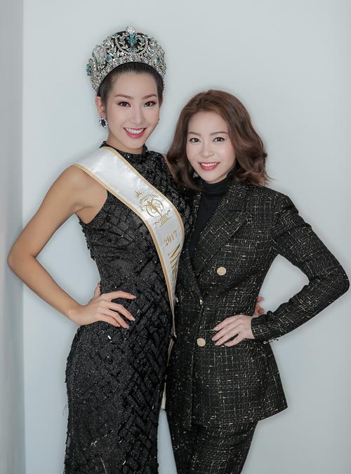 Hoa hậu Hải Dương chụp ảnh cùng Tân Hoa hậu Miss Supranational 2017 - Jenny Kim.
