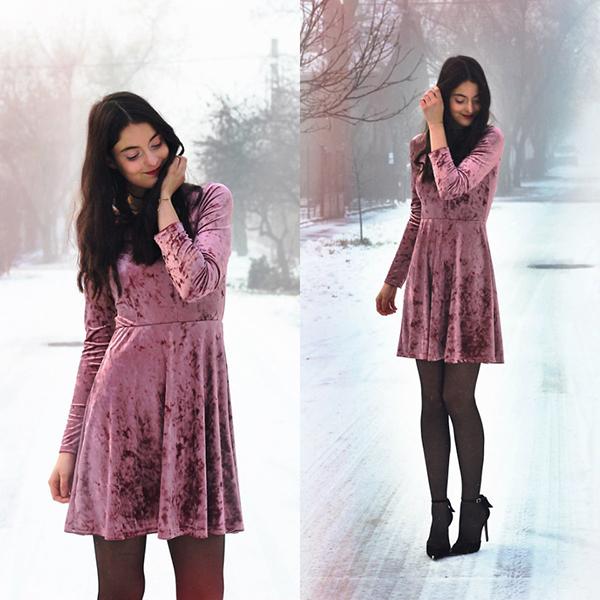 Phong cách cho các bạn gái yêu sự tối giản với mẫu váy kiểu dáng tôn nét trẻ trung được thiết kế trên loại vải luôn được yêu thích trong không khí mùa đông.