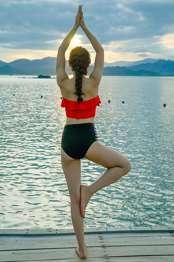 Bên cạnh việc tập yoga, Phương Trinh còn tích cực tập gym. Vì vậy, cô sở hữu vóc dáng rất chuẩn.