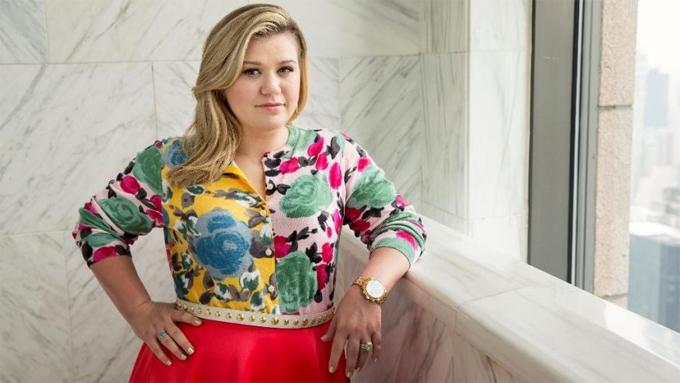 Kelly Clarkson cũng vừa bị trộm vào tháng trước.
