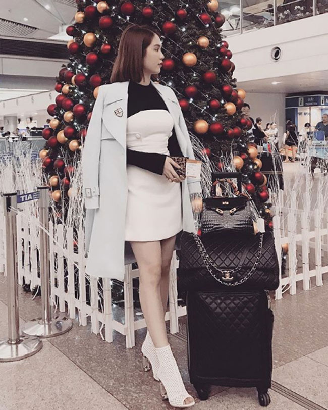 Ngọc Trinh chi 7.000 USD sắm vali Chanel - 1