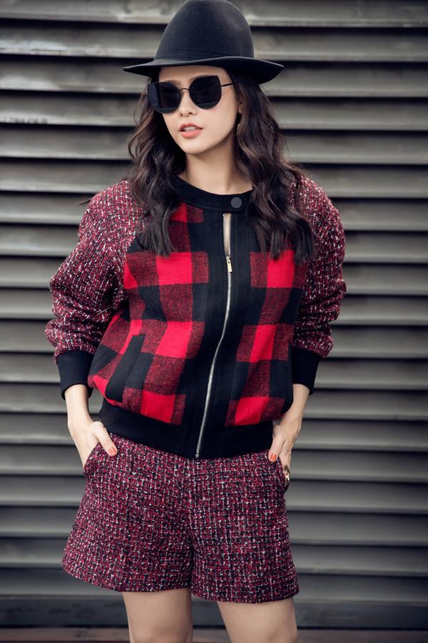 Họa tiết quen thuộc được thể hiện trên nhiều chất liệu và nhiều màu sắc để mang tới sức hấp dẫn mới. Kiểu dáng trang phục đa dạng cũng được các nhà mốt trong nước và thế giới đầu tư, trong đó nổi bật có thể kể đến các kiểu áo khoác, áo blazer hài hòa với tiết trời mùa lạnh.