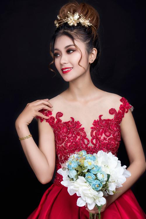 Bộ ảnh do chuyên viên trang điểm Mai Vũ, tạo kiểu tóc Jolie Châu, người mẫu Minh Ngân và photo Fynz hỗ trợ thực hiện.