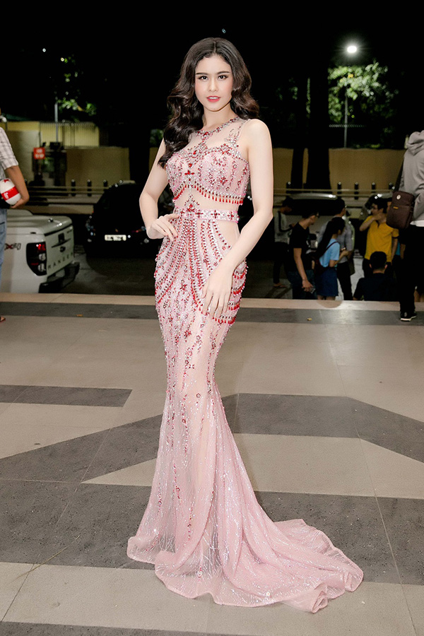 Tối 10/1, Trương Quỳnh Anh dự đêm chung kết một cuộc thi tài năng với tư cách thành viên ban giám khảo.