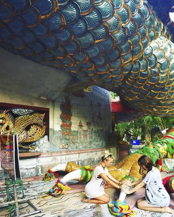 Ngôi đền rồng uốn lượn độc đáo ở Thái Lan