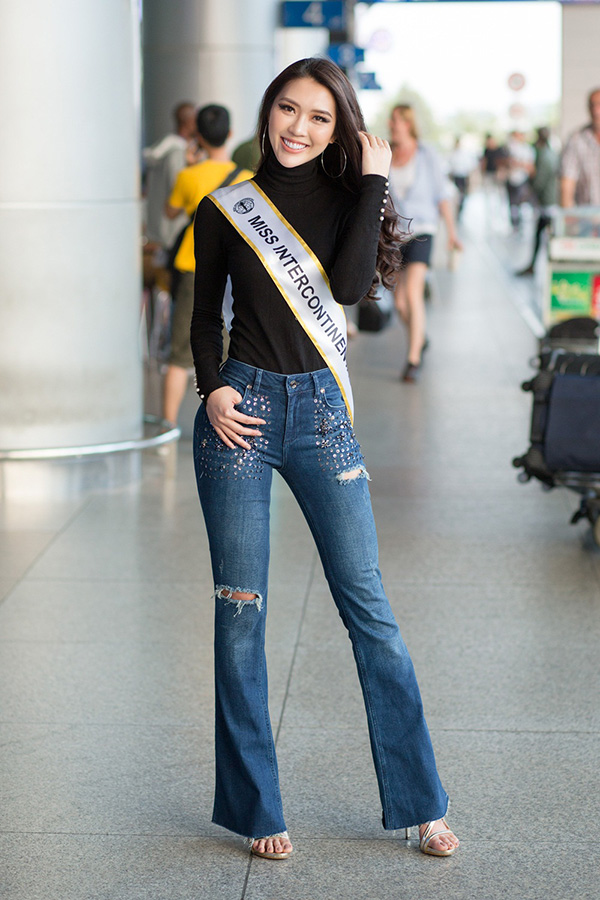 Tường Linh mặc trẻ trung, năng động, khoe số đo mới mà cô vừa cải thiện được là 83-53-90.
