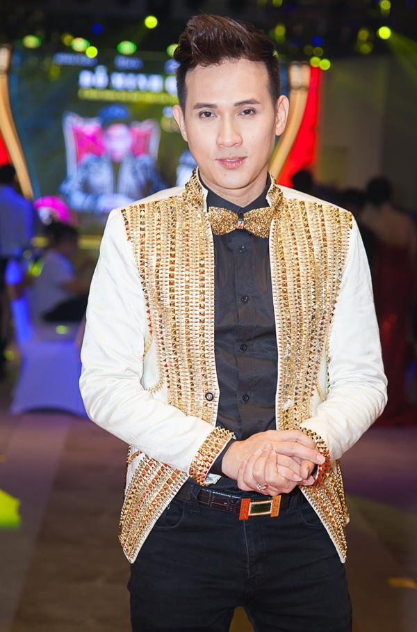 Nguyên Vũ là giám khảo cuộc thi Giọng hát Việt toàn cầu tại châu Âu 2017.