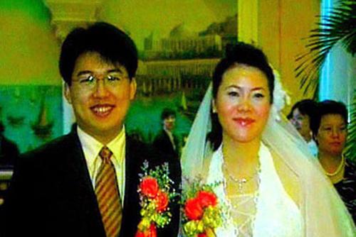 Dương Huệ Nghiên trong ngày cưới với người chồng tên Trần Chung vào năm 2006. Ảnh: Nextshark