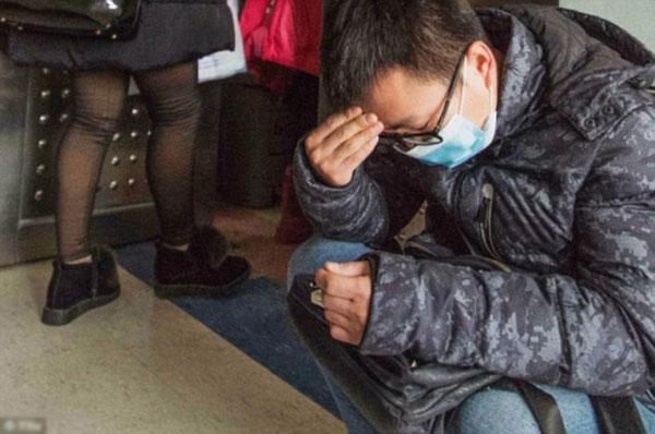 Anh Yuan (35 tuổi) cảm thấybất lực vì khoản viện phí quá lớn.