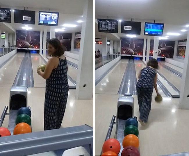 Chơi bowling nhưng lại ném trúng màn hình tivi treo trên đầu - ảnh 1