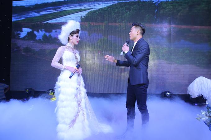 Cô cùng song ca bài hát Em đi lấy chồng với diễn viên Quý Bình. Đây là nhạc phẩm mà ca sĩ chuyển giới Lê Dy