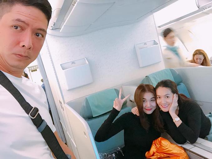 Anh Thơ chụp cùng Thanh Hằng và bình luận hài hước về ông xã Bình Minh: Có người ngậm ngùi nhìn vợ hắn tí tởn với người eo, lại còn bị nhờ chộp cho quả ảnh tình tứ.