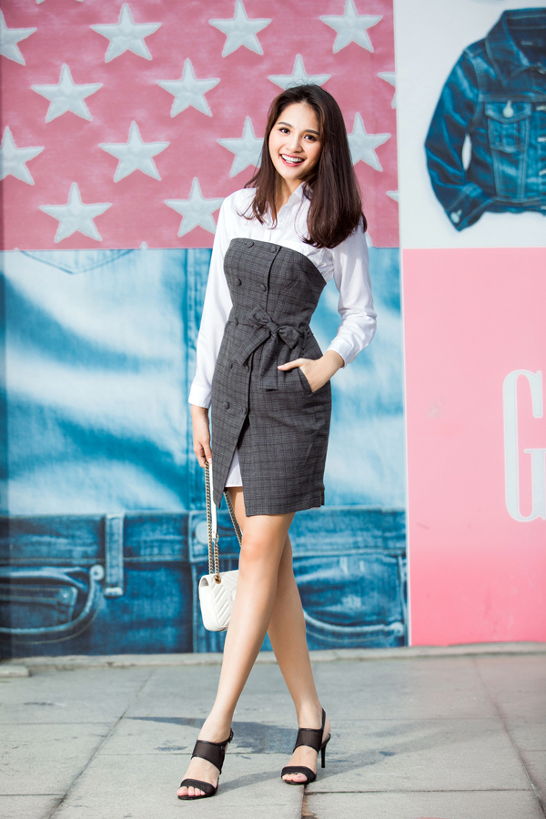 Những mẫu trang phục hiện đại và đồng điệu cùng xu hướng mùa mốt 2017/2018 cũng được hoa hậu Hương Giang chọn lựa để làm mới tủ đồ.