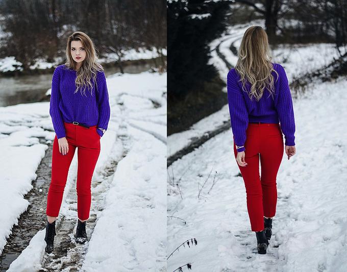 Muốn gây sự chú ý với người đối diện, bạn gái có thể chọn cách phối màu tím và đỏ rực rỡ. Cách kết hợp áo len cùng quần jean và bốt cổ thấp sẽ mang lại sự ấm áp trong những ngày se lạnh.