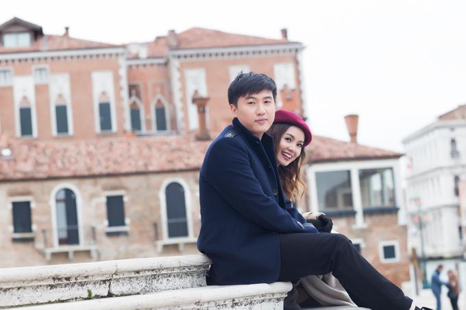 Bạn trai tin đồn Tô Minh Đức ôm chặt Ngọc Anh tại Italy - 5