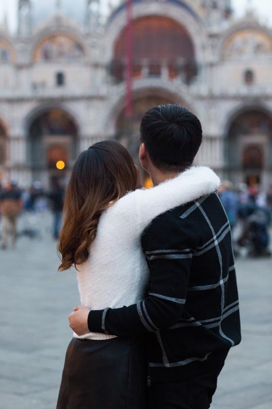 Bạn trai tin đồn Tô Minh Đức ôm chặt Ngọc Anh tại Italy - 8