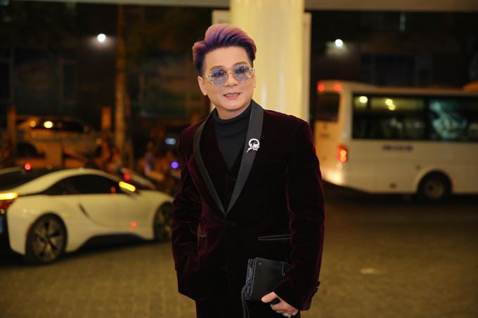 Đến dự đám cưới của ca sĩ chuyển giới còn có nhiều nghệ sĩ nổi tiếng của showbiz, trong đó có ca sĩ Vũ Hà.