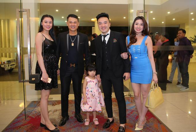 Vợ chồng ca sĩ Vân Quang Long và gia đình ca sĩ