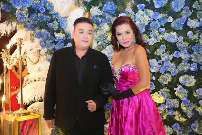 Ca sĩ chuyển giới Cindy Thái Tài và bạn.