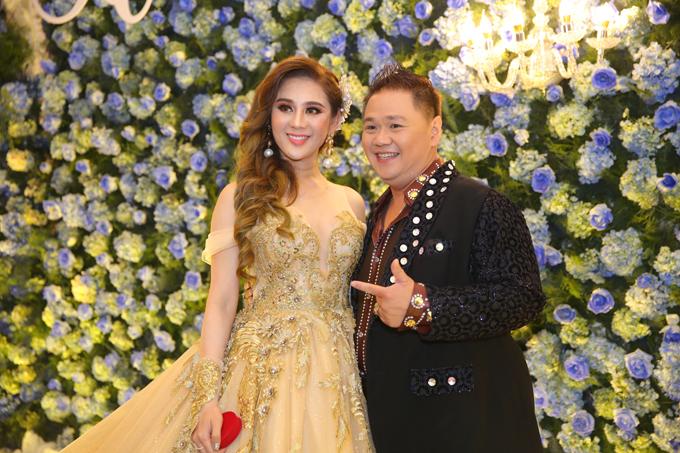 Minh Béo vui vẻ chụp hình kỷ niệm với cô dâu Lâm Khánh Chi.